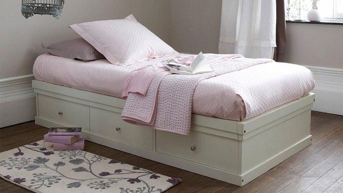 Łóżka z pojemnikami i szufladami na pościel